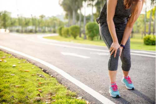 Jogger with hurt leg who needs Cape Coral muscle sprains treatments